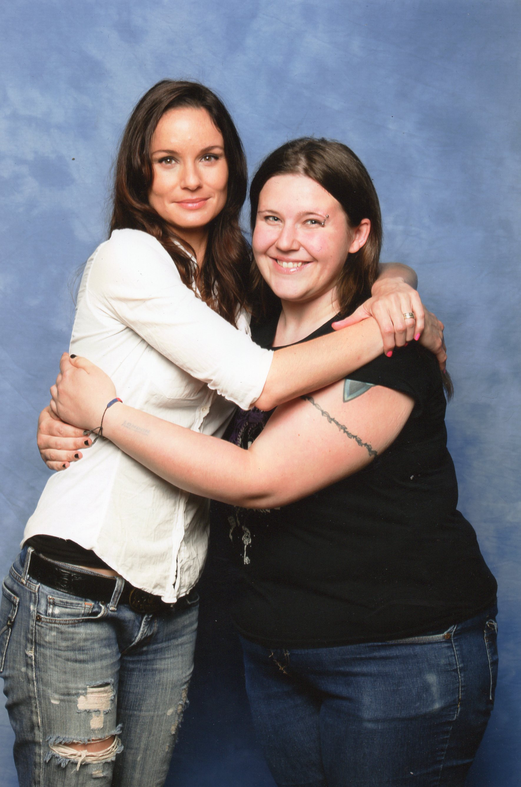 Photo of Sarah Wayne Callies & her friend   -